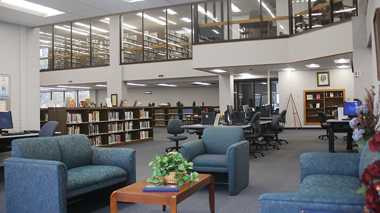 photo of main floor of Abngton Library on ASU-Beebe campus