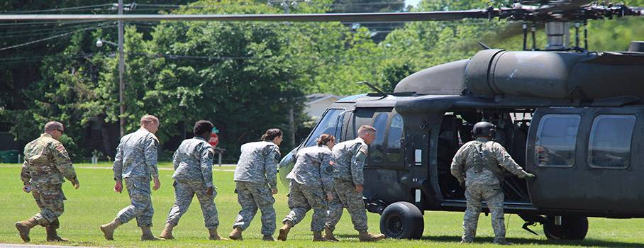 picture of ROTC students loading on to a Blackhawk helicopter